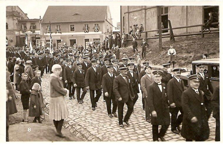Pochód nazistów przez Königszelt Jaworzyna Śląska